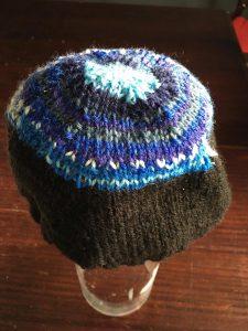 bonnet dans les tons bleux au tricot