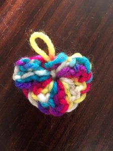 porte clé en forme de coeur au crochet