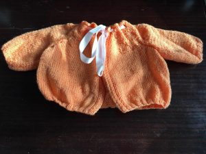 Veste orange en layette